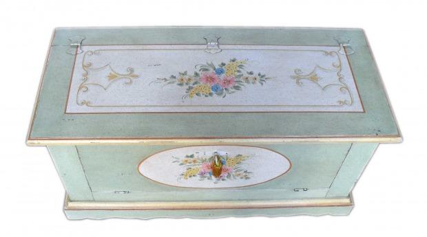 Cassapanca provenzale materiali e decori for Cassapanche di legno