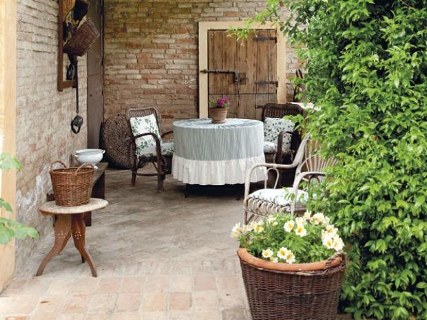 Giardino provenzale scegliere mobili pavimenti e illuminazione - Il giardino dei mobili ...