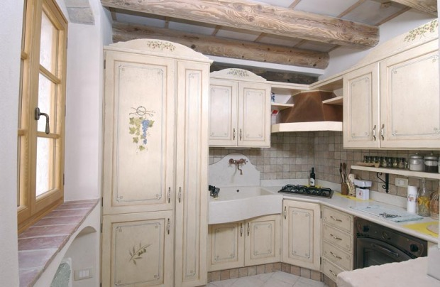 Cucina provenzale mobili pareti e pavimenti