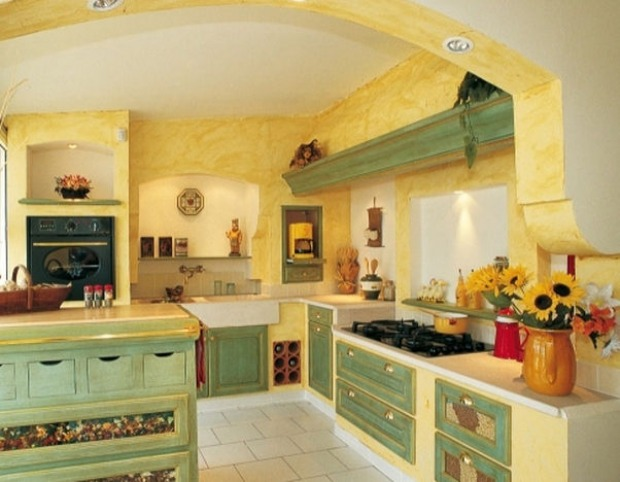 Pareti cucina provenzali: materiali, colori e decorazioni