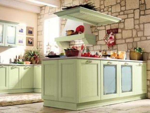 Pareti cucina provenzali materiali colori e decorazioni