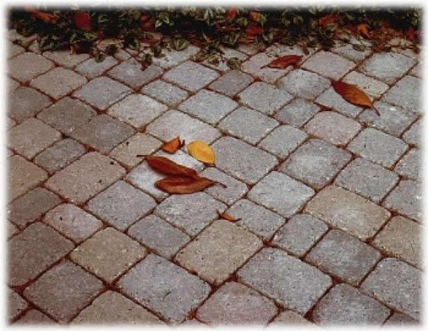 Pavimenti giardino provenzali pietra legno o cotto for Pavimento in autobloccanti
