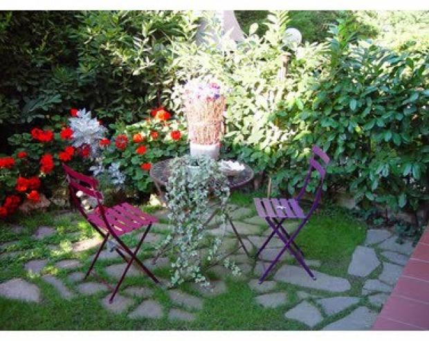 Sedie giardino provenzali: materiali e colori più adatti