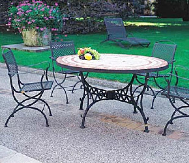 Tavoli giardino provenzali: legno, rattan e ferro battuto