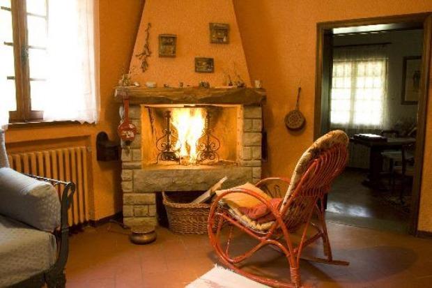 Caminetti provenzali stili e materiali for Piccolo caminetto